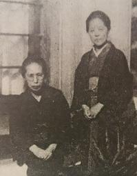 DSC_0004金子せん女(左)と長谷川かな女.jpg