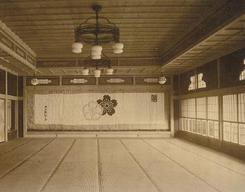http://www.suzukishoten-museum.com/blog/images/dairi11_03dantyou-thumb-245xauto-327%E4%B8%89%E5%AE%9C%E6%A5%BC.jpg