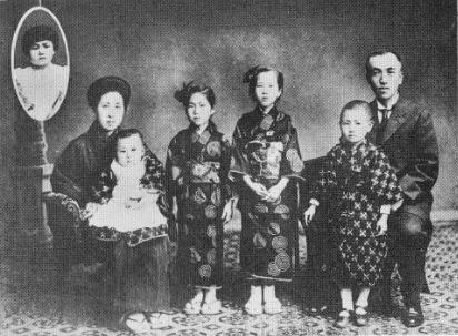 http://www.suzukishoten-museum.com/blog/images/gihubotokogomotati.PNG