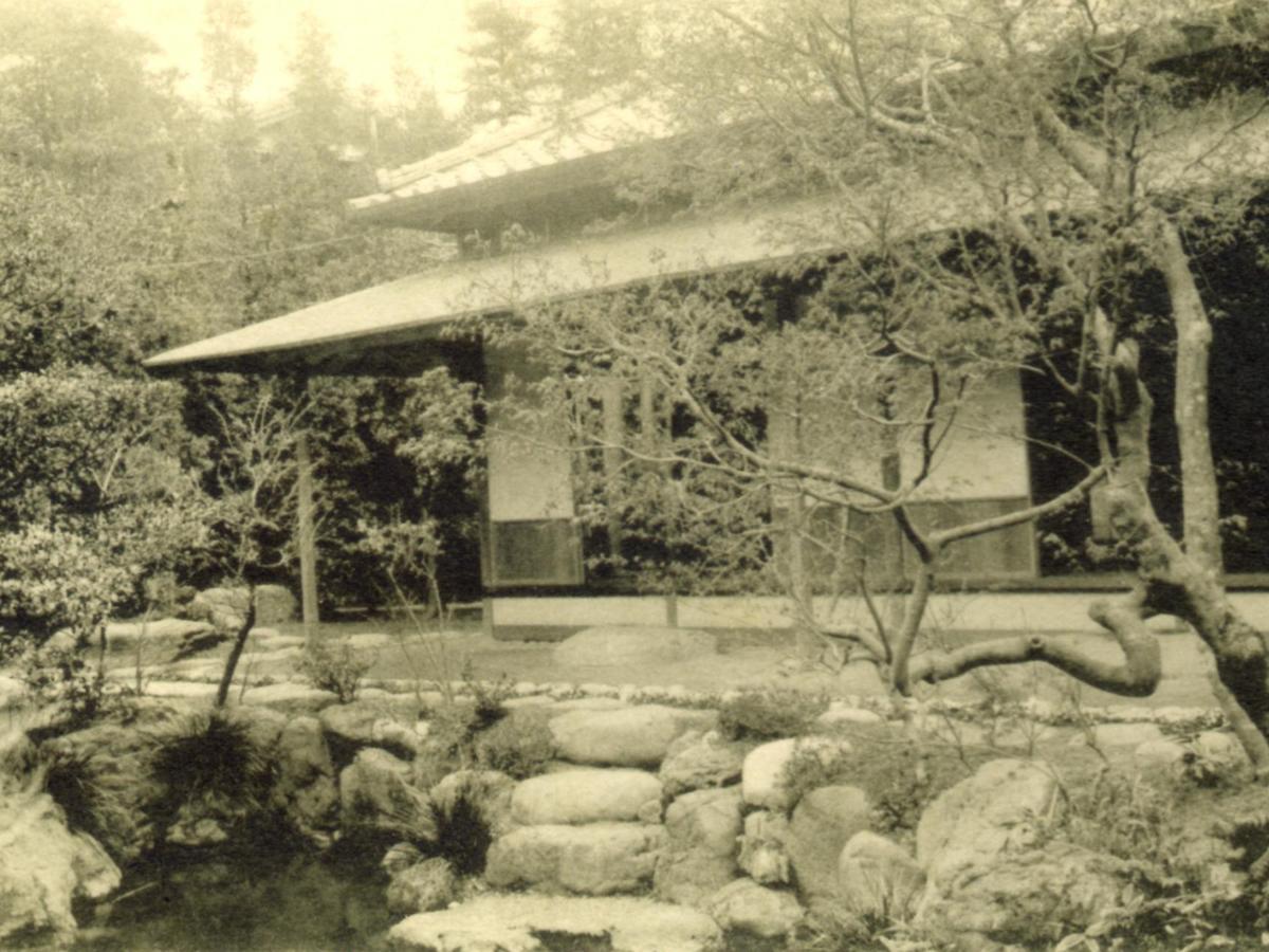 http://www.suzukishoten-museum.com/blog/images/history_pic02%E6%B1%82%E5%8F%8B%E4%BA%AD.jpg